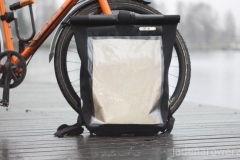 Ortlieb Messenger Bag Pro - w transparentne okno włożyłem czarną odblaskową folię