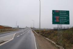 Za wiaduktem skręcamy w lewo w stronę Dorotowa.